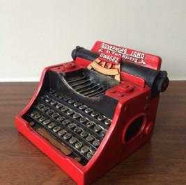 Máquina de escrever resina vermelha