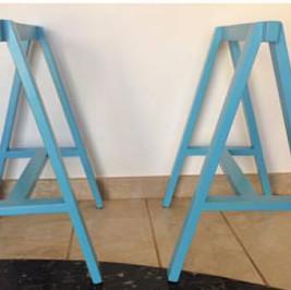 Cavalete azul  (alugado APENAS com tampo de mesa)