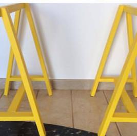 Cavalete amarelo  (alugado APENAS com tampo de mesa)