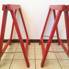 Cavalete vermelho  (alugado APENAS com tampo de mesa)