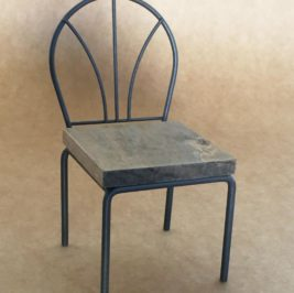 Mini Cadeira de Madeira com Ferro