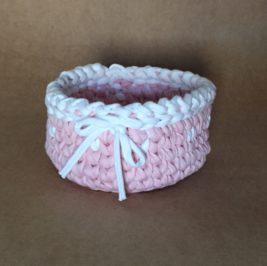 Cachepô maxicrochê rosa com branco baixo
